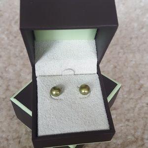 NWB  Freshwater Cultured Green Pearl Ear Studs